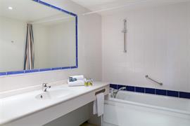 93742_004_Guestroom