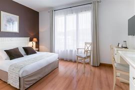 93742_005_Guestroom