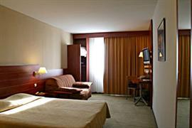 93604_005_Guestroom