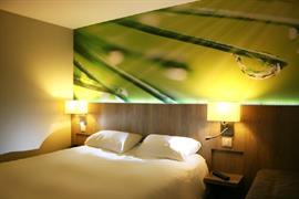 93755_002_Guestroom