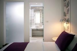 77702_007_Guestroom