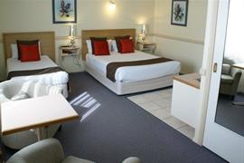 97165_006_Guestroom