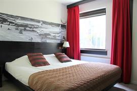 92681_005_Guestroom