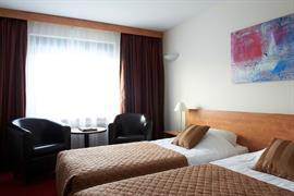 92681_006_Guestroom