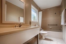 45056_007_Guestroom