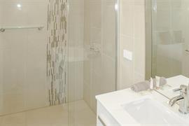 90862_002_Guestroom