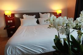 93747_002_Guestroom