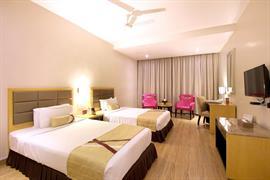 76963_001_Guestroom