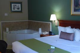 11045_002_Guestroom