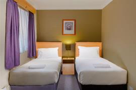 90882_002_Guestroom