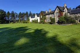 balgeddie-house-hotel-grounds-and-hotel-40-83535