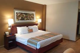 70264_005_Guestroom