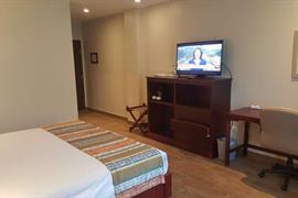 70264_006_Guestroom