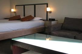 90833_001_Guestroom