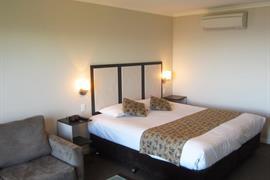 90833_005_Guestroom
