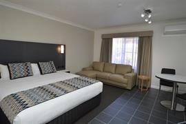 97454_003_Guestroom