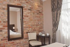 81021_007_Guestroom