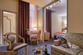 93606_006_Guestroom