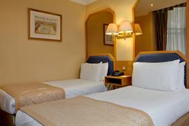 burns-hotel-bedrooms-18-83801