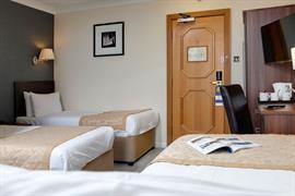 burns-hotel-bedrooms-24-83801