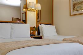 burns-hotel-bedrooms-26-83801