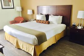 34167_002_Guestroom