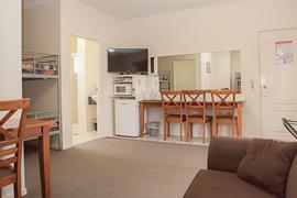 97447_002_Guestroom