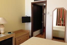 77710_004_Guestroom