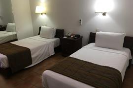 70196_002_Guestroom