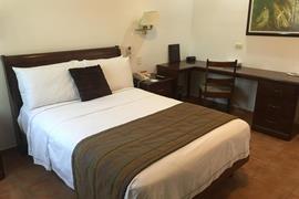 70196_006_Guestroom