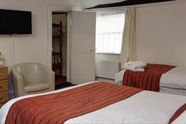 cedars-hotel-and-restaurant-bedrooms-03-84231
