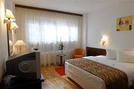 77547_006_Guestroom