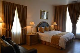 70172_001_Guestroom