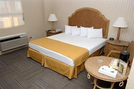 70143_004_Guestroom