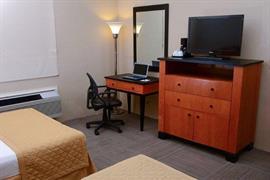 70143_006_Guestroom