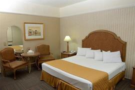 70143_007_Guestroom