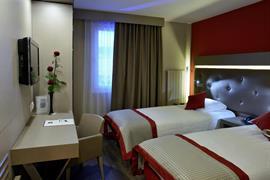 94023_002_Guestroom
