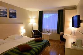 94023_004_Guestroom
