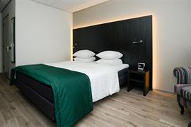92694_004_Guestroom