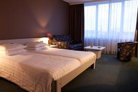 92694_005_Guestroom