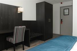 92694_006_Guestroom