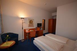 95480_006_Guestroom