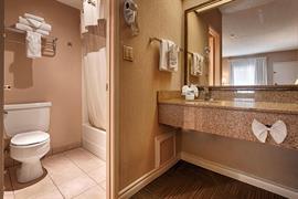05291_006_Guestroom