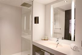 93364_005_Guestroom