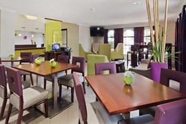 44451_004_Restaurant