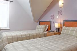 deincourt-hotel-bedrooms-16-83932