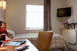 deincourt-hotel-bedrooms-18-83932