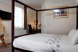 deincourt-hotel-bedrooms-20-83932