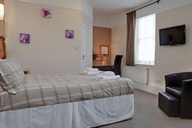 deincourt-hotel-bedrooms-21-83932