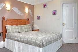 deincourt-hotel-bedrooms-24-83932
